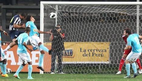 Guevgeozián anota de cabeza el único gol del partido.
